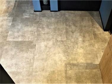 美容室の床クリーニング【施工前】③